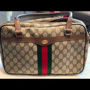 Gucci purse excellent condition!!